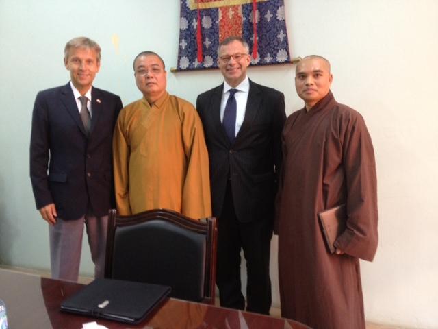 (c) BMEIA, StS Loptaka trifft buddhistische Mönche in Hanoi