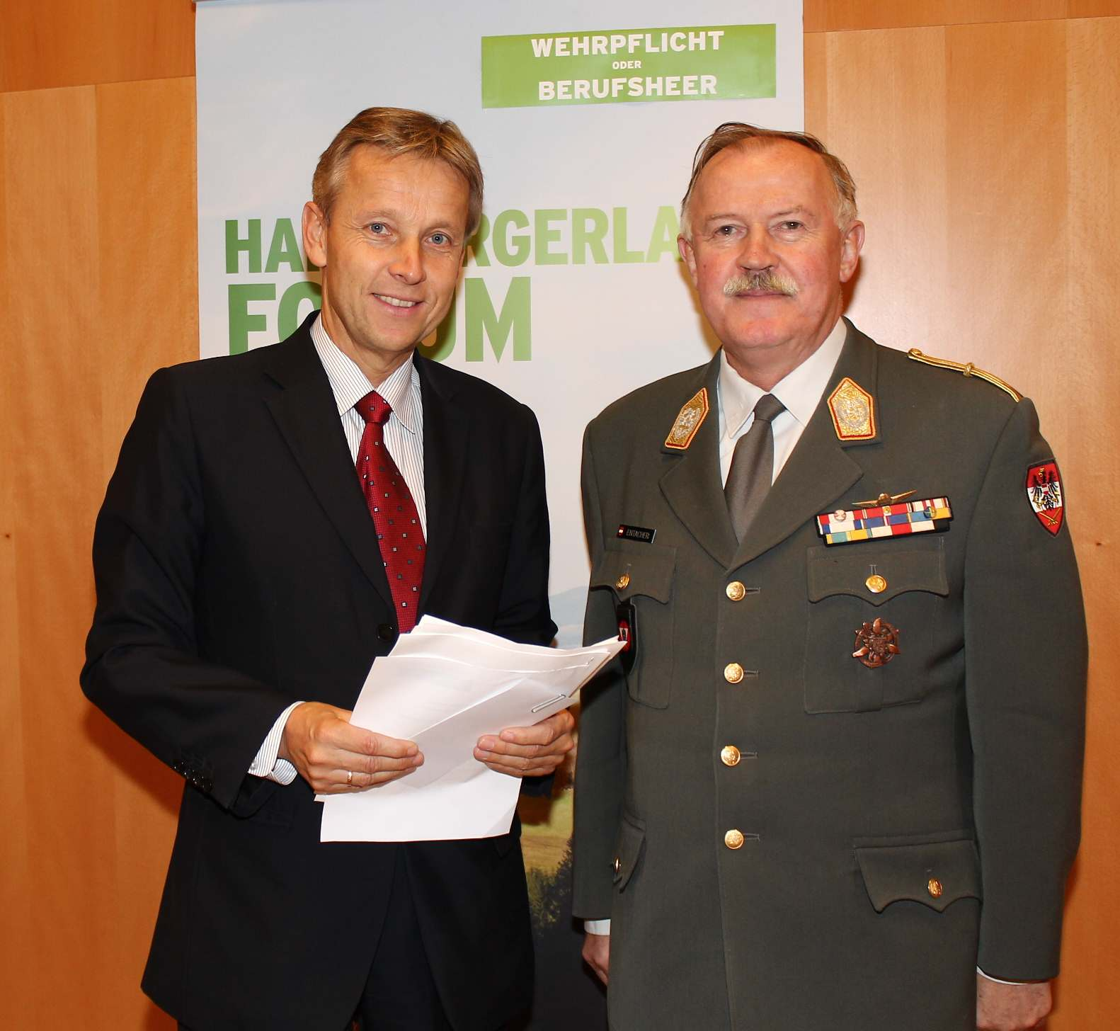 (c) Staatssekretär Lopatka mit Generalstabschef Entacher beim Hartbergerland Forum