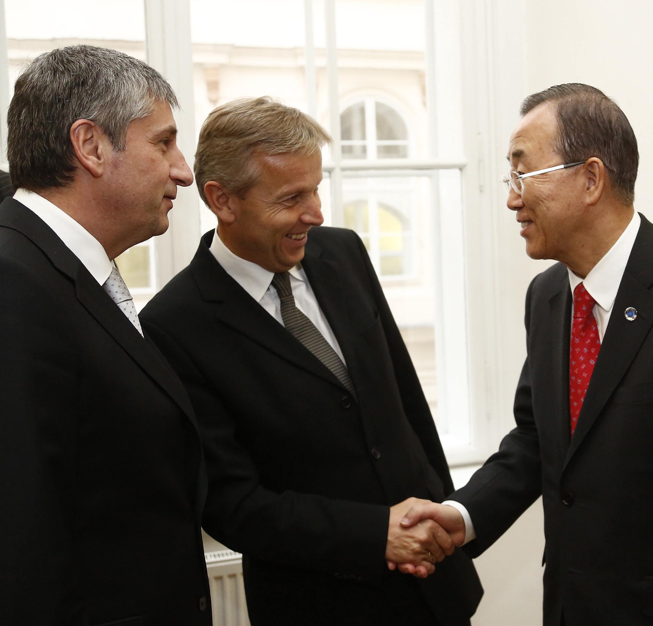 (c) BMEIA, UNO Generalsekretär Ban Ki-moon, Außenminister Spindelegger und STS Reinhold Lopatka