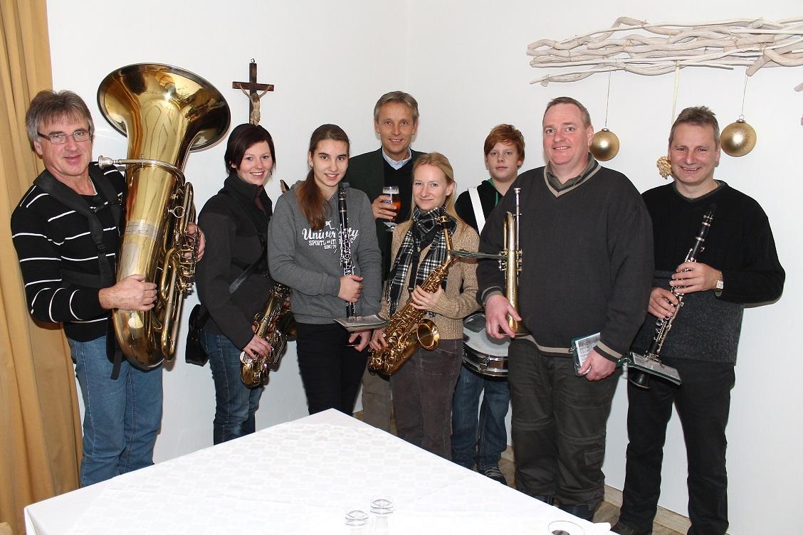 (c) BMEIA, STS Lopatka und die Neujahrgeiger