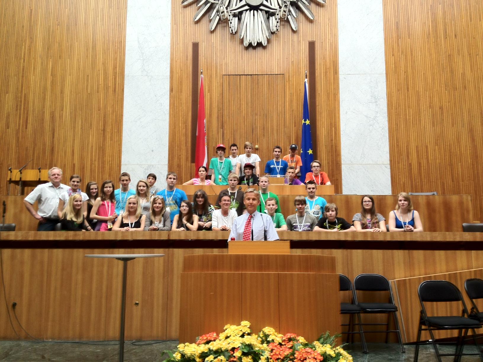 HS Waldbach zu Gast im Parlament
