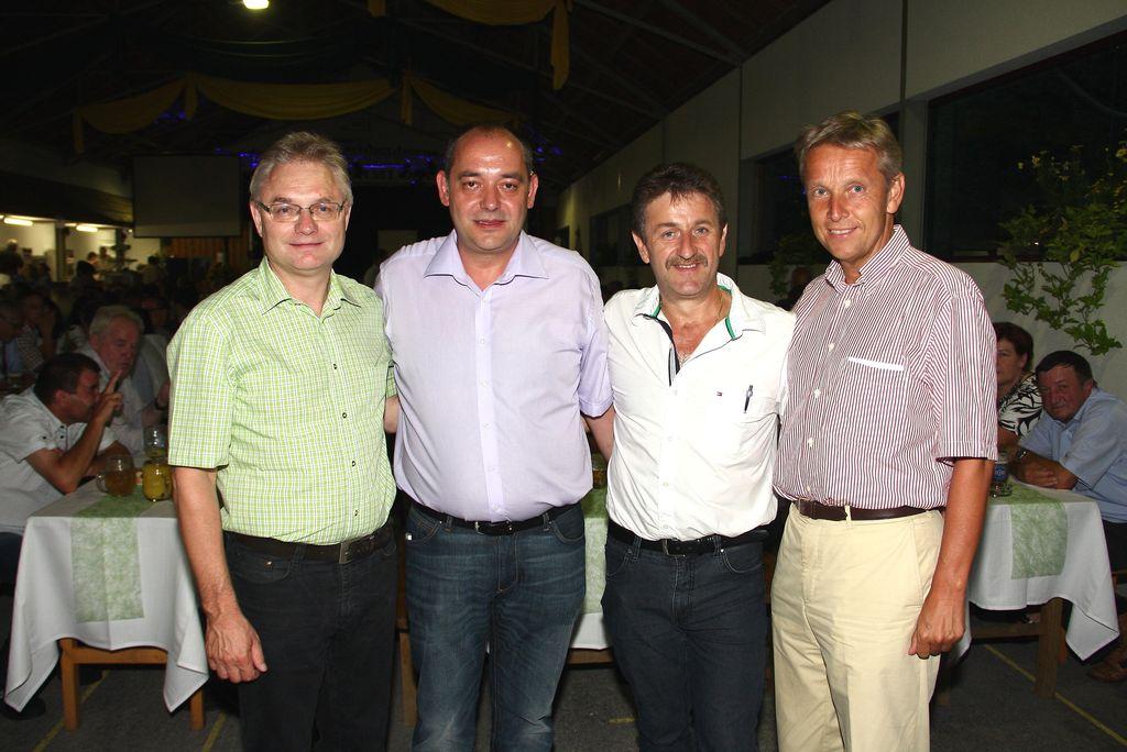 Gemeinsam mit dem Gemeindevorstand von Hartl gratulierte ich den Frutura-Gesellschaftern