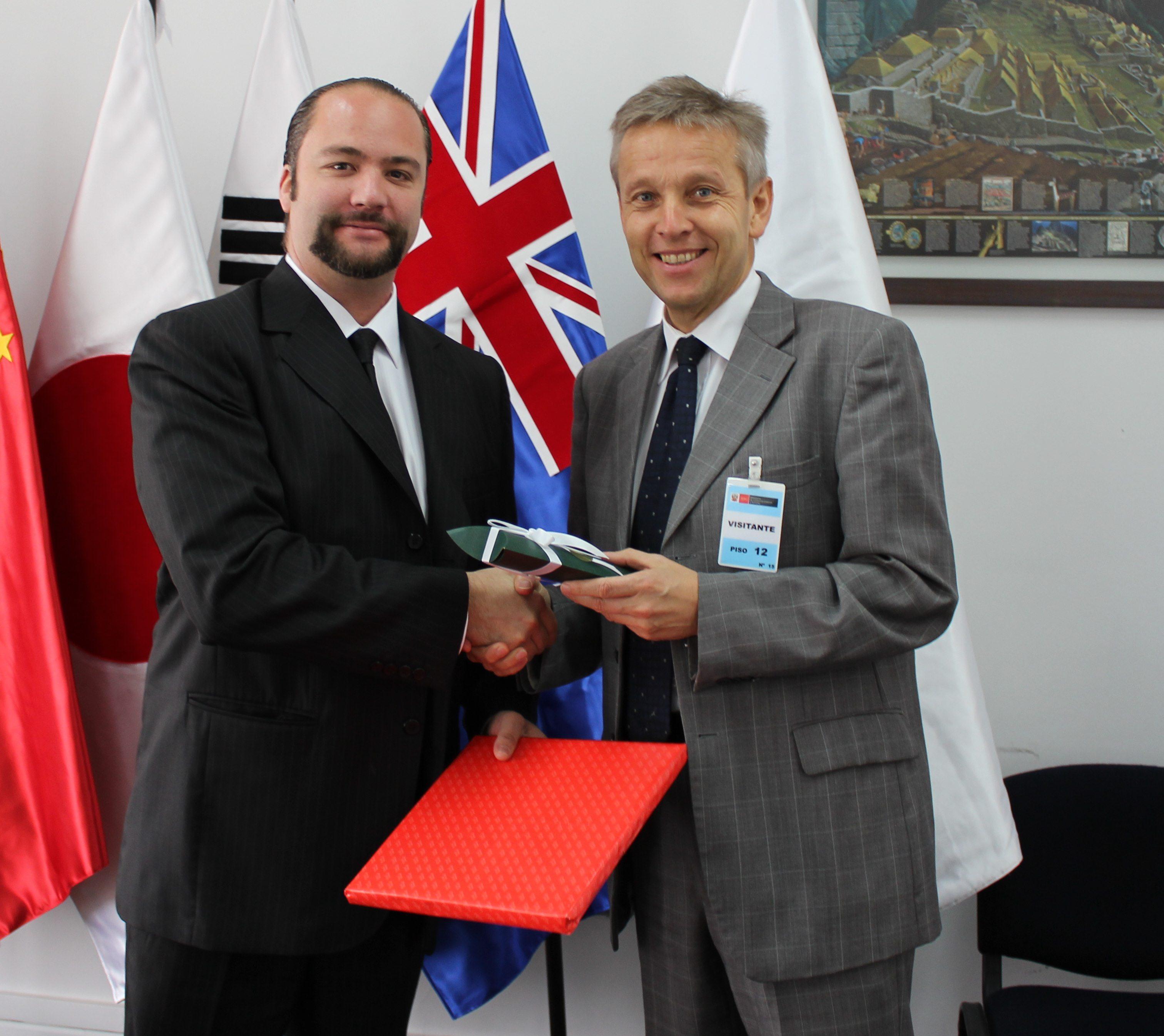 (c) BMEIA, STS Lopatka mit peruanischem Vizeminister für Handel Carlos Posada