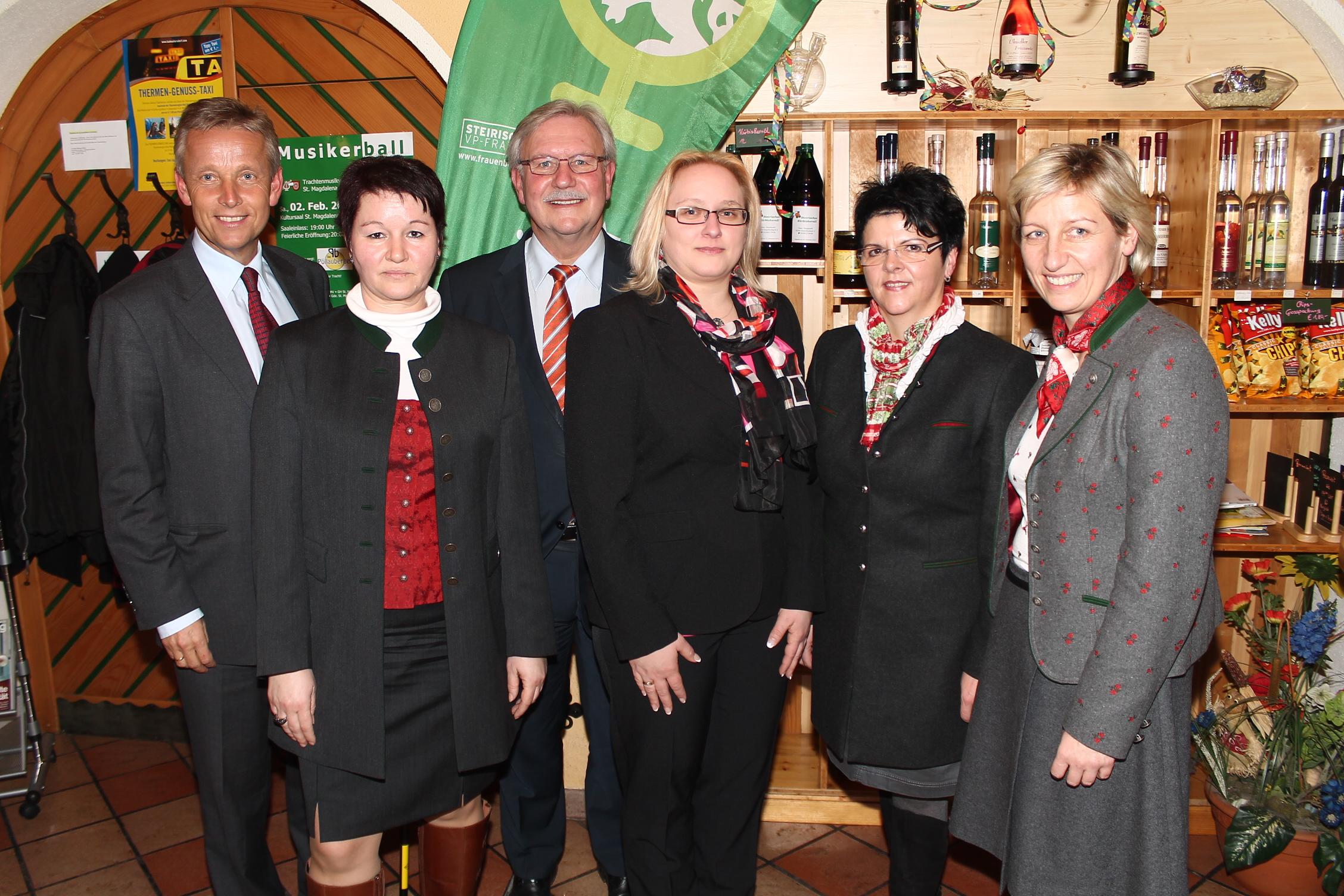 (c) BMeiA, LR Kristina Edlinger-Ploder, StS Reinhold Lopatka und LTP Franz Majcen gratulierten den Funktionärinnen