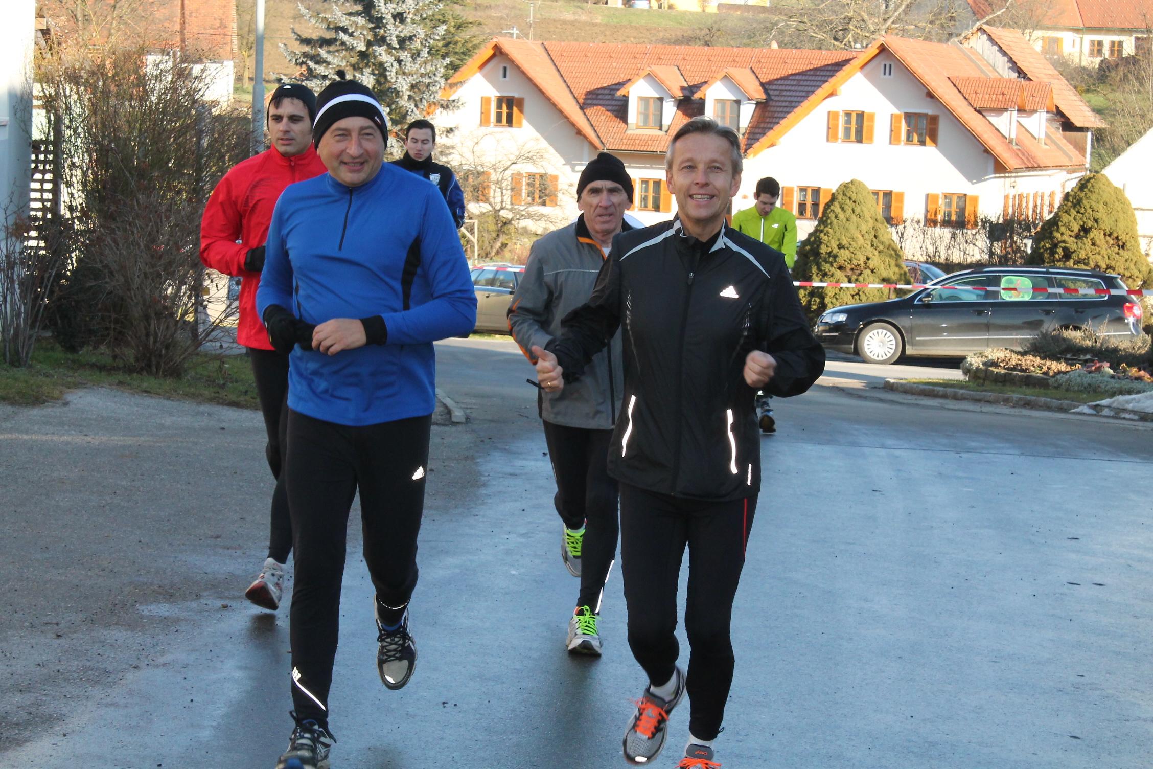 (c) BMEIA, STS Lopatka beim Silvesterlauf in Schildbach