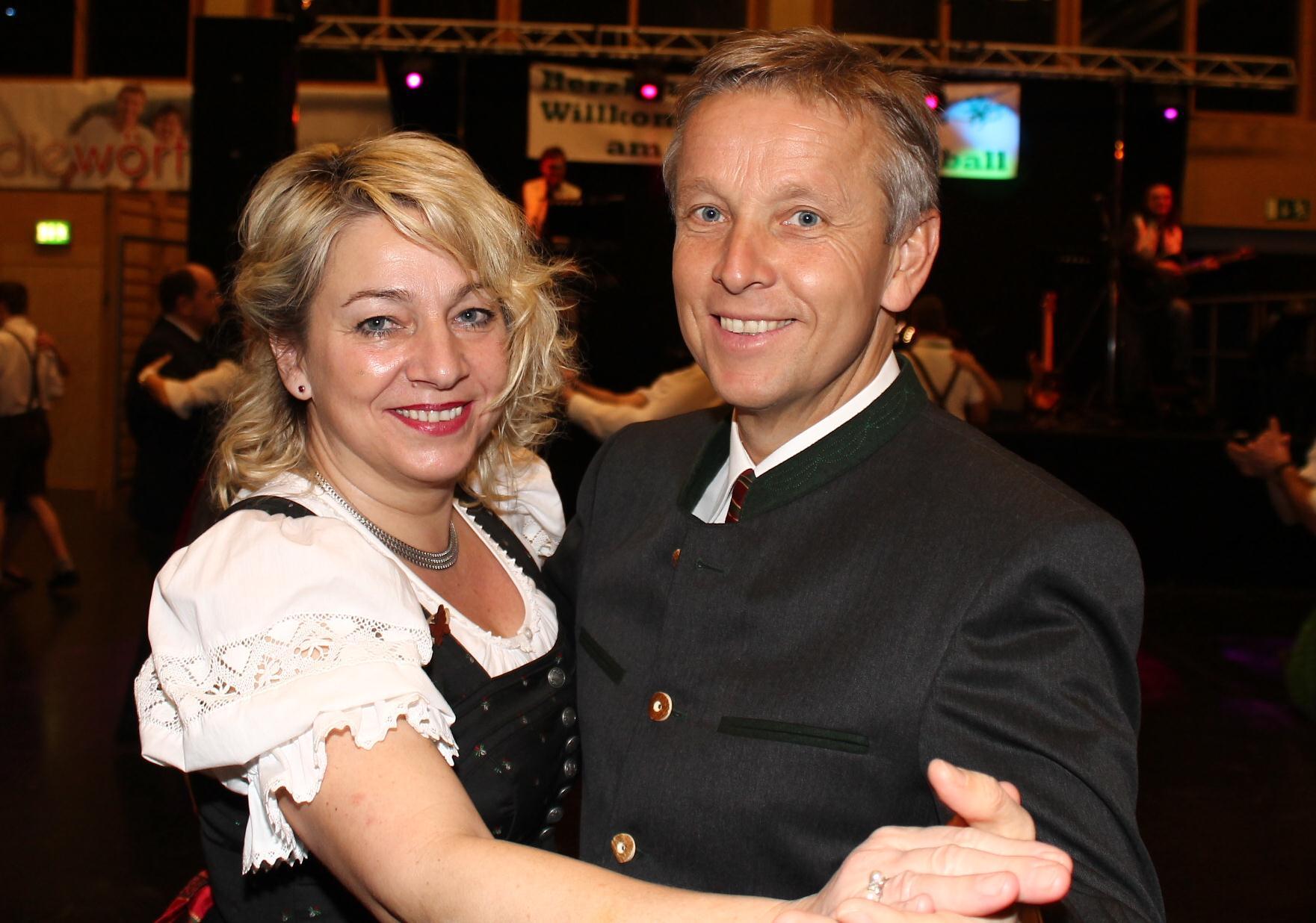 (c) BMEIA, STS Reinhold Lopatka und seine Frau Franziska beim Bezirksbauernballs in der Hartberghalle