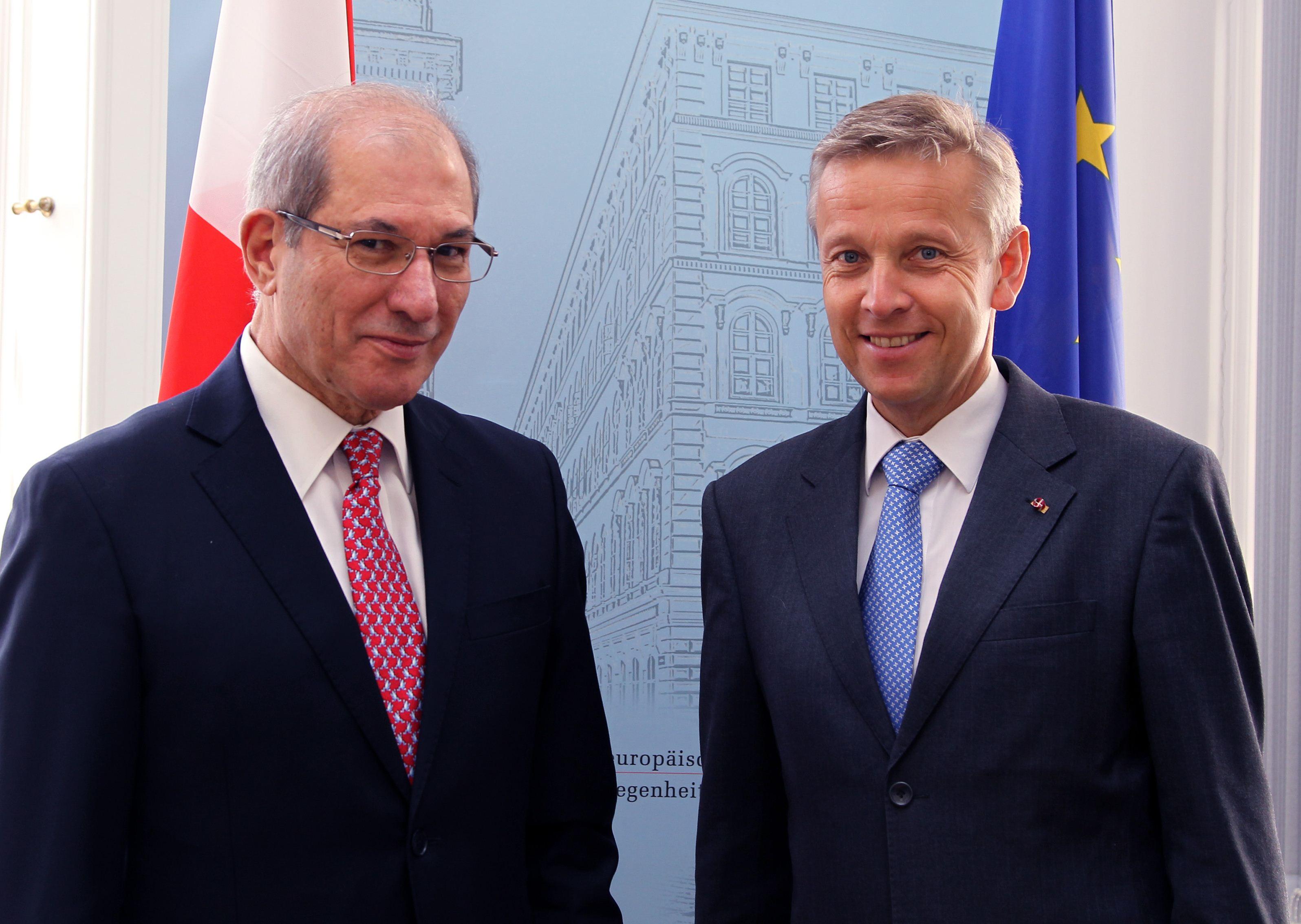 (c) BMEIA, STS Lopatka und Generaldirektor Ahmet Üzümcü, den Chef der Organisation für das Verbot chemischer Waffen (OPCW)