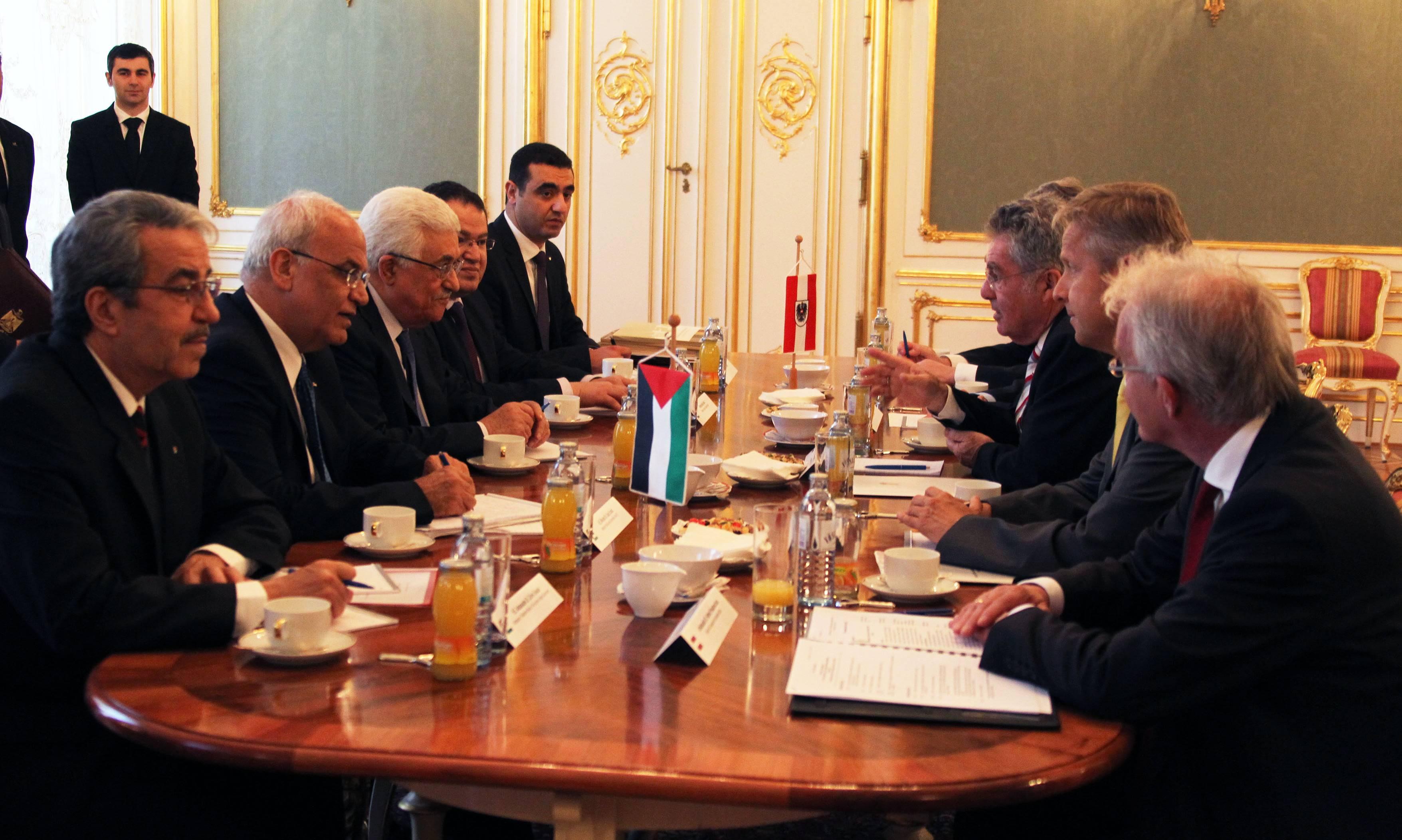 (c) BMEIA , HBP Fischer, STS Lopatka im Gespräch mit palästinensischen Präsidenten Mahmoud Abbas