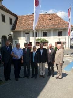 (c) BMeiA; Botschafter Eichtigner, DI Hochegger, jap. Botschafter Iwatani, Bgm. Gutzwar, Vzbgm. Rath, KommR Himler
