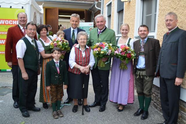(c) BMeiA;LH-Stv Schützenhöfer, Landtagspräsident Majcen und StS Lopatka und viele weitere Gäste gratulierten den Friedrichs zum 100er ihres Wirtshauses