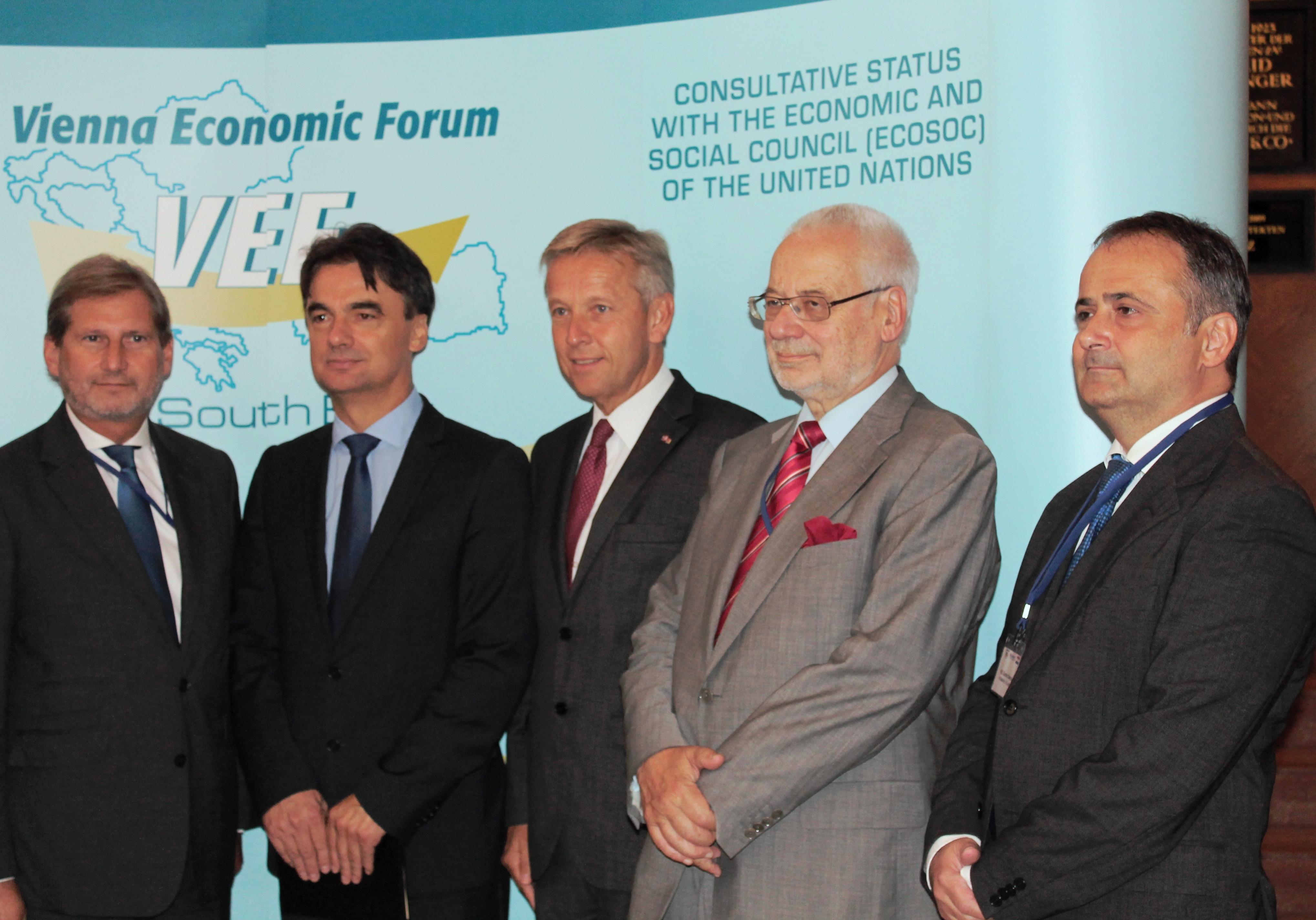 (c)BMeiA, EU-Kommissar Hahn, stv. Ministerpräsident v Kroatien, Grcic, StS Lopatka,Vorstand des Instituts für den Donauraum und Mitteleuropa, Busek, kroatischer Botschafter in Wien, Bakota
