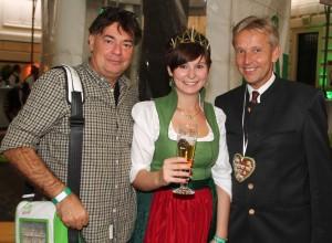 (c)BMeiA, StS Lopatka mit Abg. Kogler und steirische Hopfenkönigin Nicol beim Aufsteirern