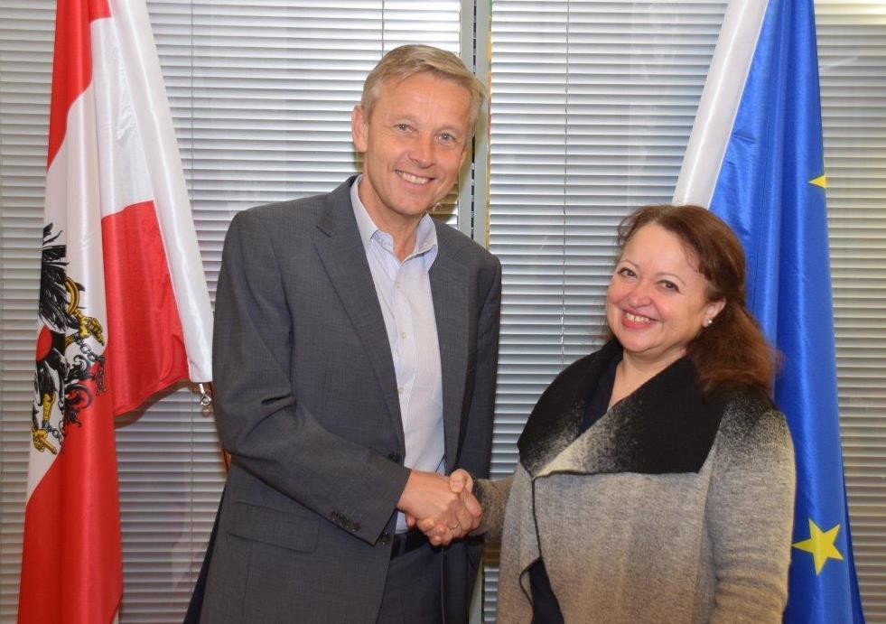 (v.l.n.r.: Reinhold Lopatka und Faouzia Mebarki) (c) ÖVP Klub