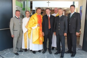 (c)BMEIA, Im Rahmen einer Festmesse wurde die renovierte und erweiterte Ortskapelle Staudach geweiht.