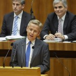 (c) Parlament/Mike Ranz; Rede im Plenum