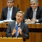 (c) Parlament/Mike Ranz; Rede im Plenum