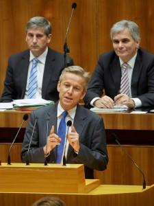 (c) Parlament/Mike Ranz; Klubobmann Lopatka bei seiner Rede im Parlament