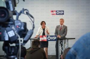 (c)ÖVP Fotograf Arno Melicharek; PK StS Lopatka mit BM Mikl-Leitner
