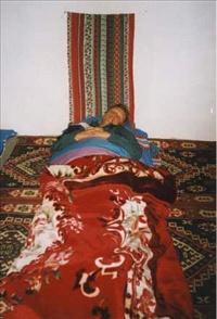 Genächtigt wird im Schlafsack am Boden bei relativ kalten Wüstennächten.