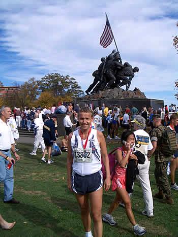 Im Ziel vor dem Iwo-Jima Denkmal der Marines