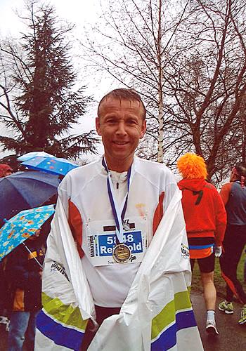 Nach 42 Kilometern im Regen im Ziel