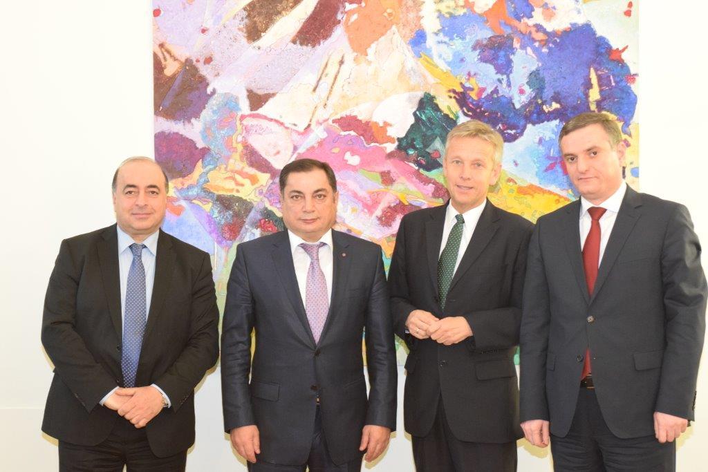 V.l.n.r.: Gagik Martirosyan, Vahram Baghdassarian, Reinhold Lopatka, Artak Zakaryan (c) ÖVP Klub