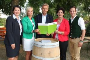 (c) BMeiA; Die ÖVP-Bezirkskandidaten Tünde Gruber, Katharina Lang, StS Lopatka, Maria Haas und Lukas Schnitzer