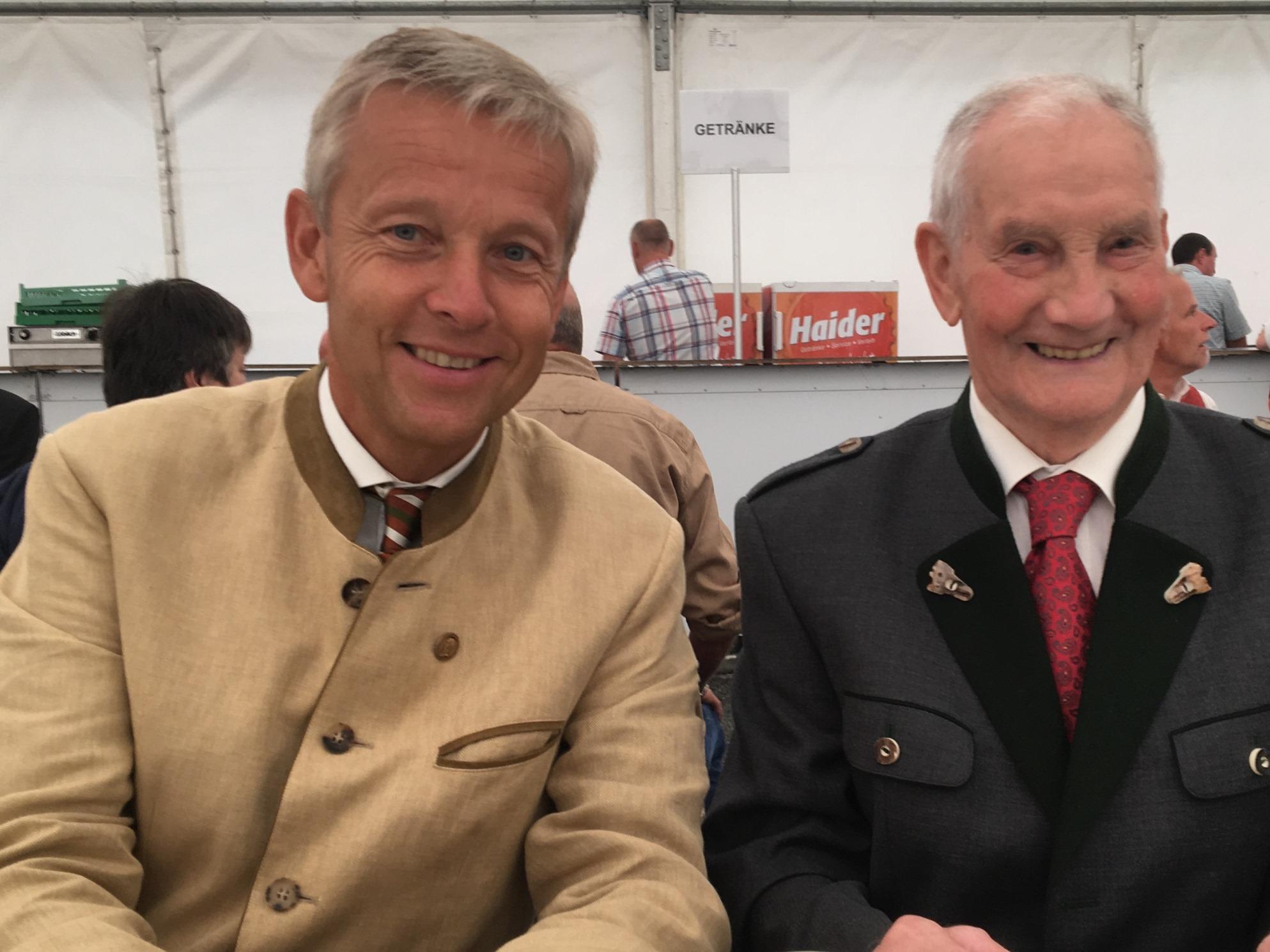 Mit dem 91-jährigen Altbürgermeister Franz Weninger (c) ÖVP Hartberg-Fürstenfeld