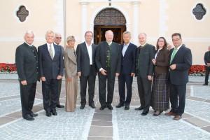 (c) BMeiA; StS Lopatka im Kreise der vielen Ehrengäste bei der Seniorenbund-Wallfahr